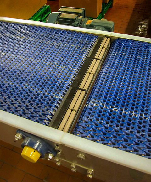 conveyor fill rollers for smooth transfer