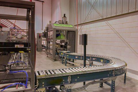 full case lineshaft conveyor from case packer to case sealer
